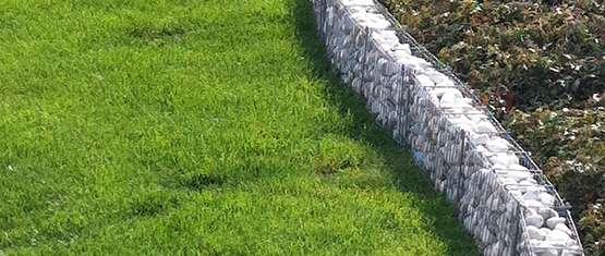 Abgrenzung Der Rasenflache Mit Einer Rasenkante Lagerhaus Gleinstatten