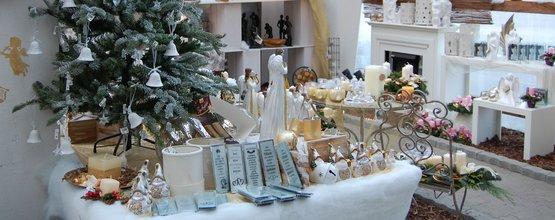 Weihnachtsgeschenke Haushalt.Christbaum Und Weihnachtsgeschenke Aus Dem Lagerhaus Lagerhaus